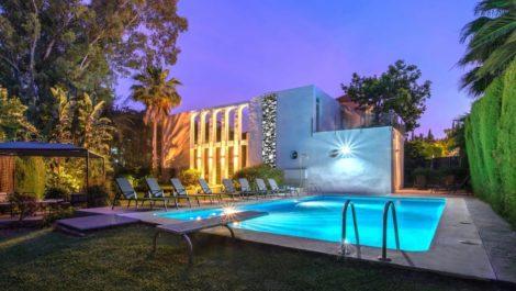 7 bedroom Villa for sale in Las Brisas – R3830140 in