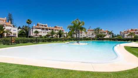 3 bedroom Apartment for sale in Estepona – R3848800
