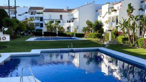 Apartamento de 2 dormitorios en venta en Selwo – R3859999 en