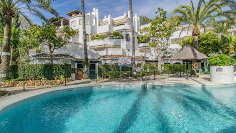 3 bedroom Apartment for sale in Elviria – R3797938
