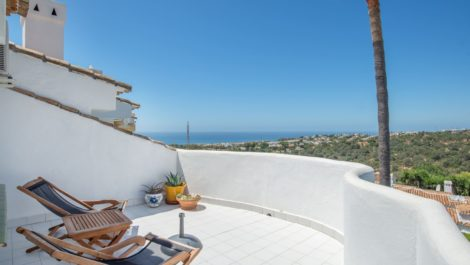 Atico de 2 dormitorios en venta en Calahonda – R3712055
