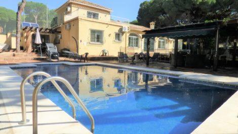 Villa de 7 dormitorios en venta en Cabopino – R3828559 en