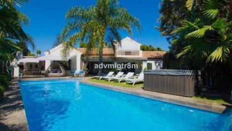 Villa de 7 dormitorios en venta en Guadalmina Baja – R3596410 en