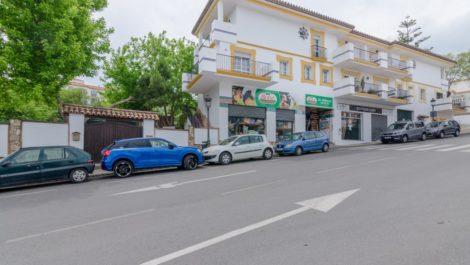 Villa de 3 dormitorios en venta en Estepona – R3850678 en