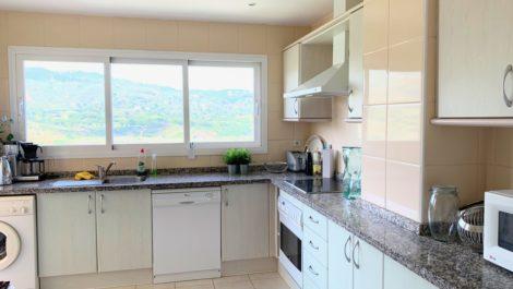 Apartamento de 3 dormitorios en venta en Elviria – R3736741 en