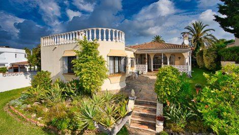 Villa de 3 dormitorios en venta en Marbesa – R3845809 en