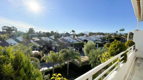Atico de 3 dormitorios en venta en Guadalmina Baja – R3783583 en