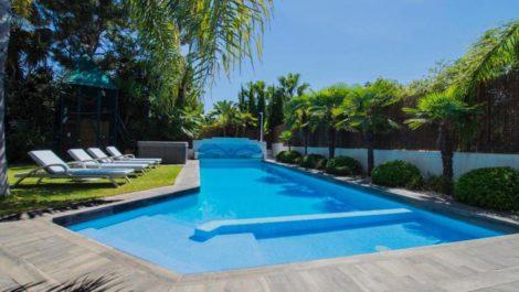 Villa de 8 dormitorios en venta en Guadalmina Baja – R3856972 en
