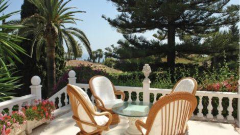 Villa de 3 dormitorios en venta en Milla de Oro – R3612353 en