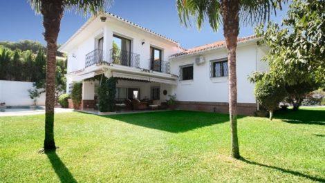 Villa de 6 dormitorios en venta en Los Monteros – R2043104 en