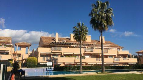 Apartamento de 2 dormitorios en venta en Elviria – R3340735 en