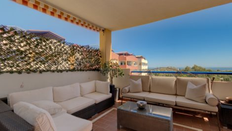 2 bedroom Penthouse for sale in Estepona – R3884425 in