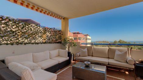 Atico de 2 dormitorios en venta en Estepona – R3884425 en
