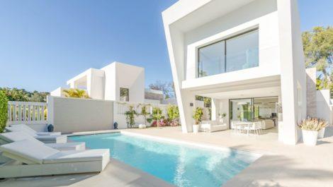 4 bedroom Villa for sale in Las Brisas – R3811594 in