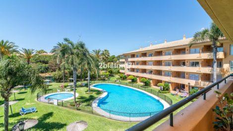 Apartamento de 2 dormitorios en venta en Elviria – R3878035 en