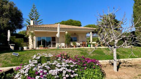 Villa de 3 dormitorios en venta en Elviria – R3616589 en
