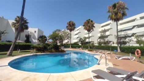 Apartamento de 2 dormitorios en venta en Guadalmina Baja – R3895042 en