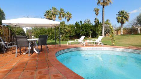 Villa de 3 dormitorios en venta en Guadalmina Alta – R3792541 en