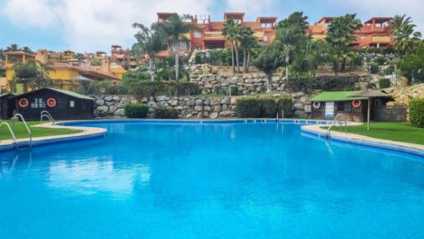 Atico de 2 dormitorios en venta en Reserva de Marbella – R3836629 en