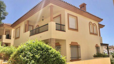 Villa de 4 dormitorios en venta en Riviera del Sol – R3921376 en