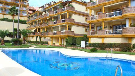 Atico de 2 dormitorios en venta en Calahonda – R3931645
