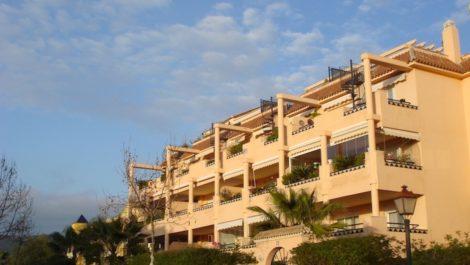 Apartamento de 2 dormitorios en venta en Elviria – R3938590 en