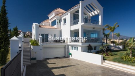 Villa de 9 dormitorios en venta en Los Flamingos – R2366135 en