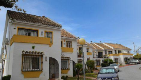 Adosado de 4 dormitorios en venta en Calahonda – R3106622